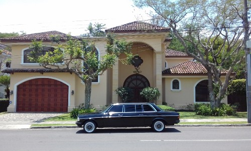 AMAZING-MANSION-AND-LIMUSINA-COSTA-RICA-LIFESTYLE23a194d00c388b75.jpg