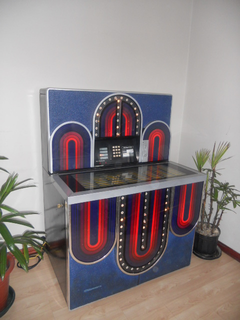 CENTRAL-AMERICA-GAME-ROOM-JUKE-BOX-COSTA-RICA.673fb603a1149b99.jpg