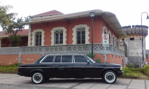 CLASSIC-MANSION-SAN-JOSE-COSTA-RICA-LIMO-LWB-LANG44ce6987ed34d304.jpg