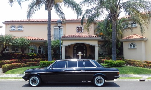 PRETTY-MANSION-AND-LIMO-IN-COSTA-RICAf88e37d13d489a46.jpg