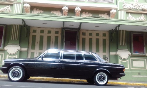 THE-FAMOUS-Teatro-Variedades-COSTA-RICA-LIMOUSINE-MERCEDES-LWB-LANG79dbfed2a735f97a.jpg