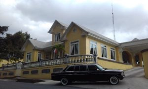 YELLOW-MANSION-Restaurante-Casa-Grande-Heredia-AND-A-LIMOUSINE.-COSTA-RICA-MERCEDES-TOURS.-300x18097b9c9c716cbb8be.jpg